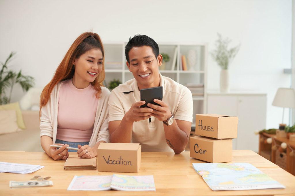 couple managing finances/budget together